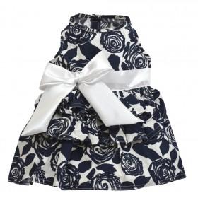 Robe à fleurs bleues et...